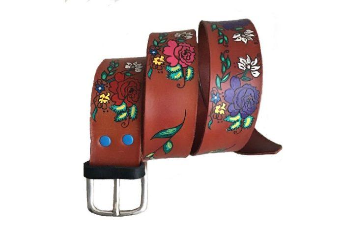 Cinturón con flores pintado a mano